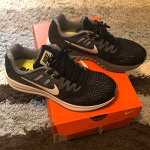 Brand New Women's Nike Zoom Structure 20 size 7